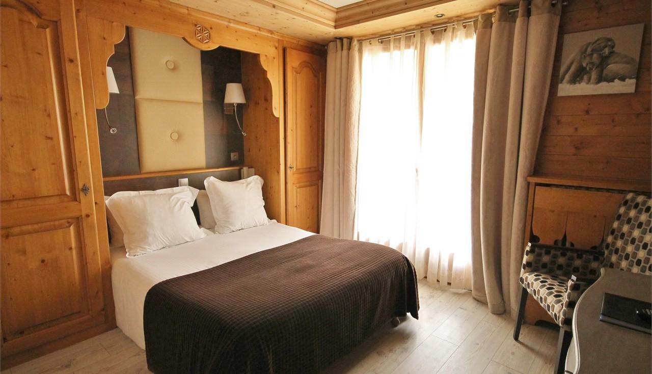 Chambre Double Baudelaire : Hotel alpina chambre double