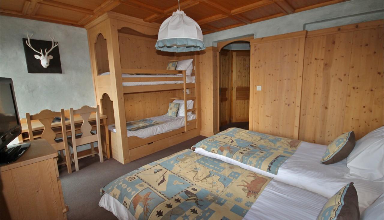 Hotel alpina room quadruple for Chambre quadruple